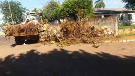 Secretaria Municipal de Obras realiza limpeza urbana