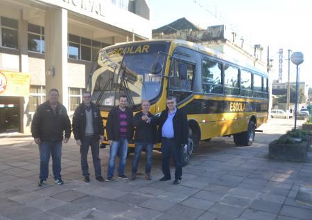 Administração Municipal recebe Ônibus 0km