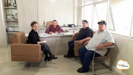 Entrega de relatório da Audiência Pública sobre o fechamento do CRVA