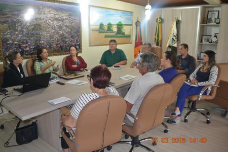Prefeito Carlos Augusto esteve em audiência com Membros da 9ª CR de Saúde