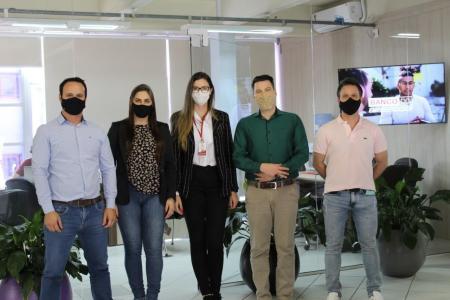 Equipe da Administração Municipal visita modelo de Sala do Empreendedor em Soledade