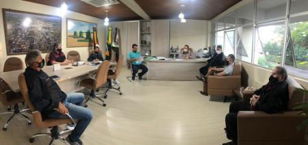 Executivo em sua reunião periódica com a bancada de governo do Legislativo Municipal
