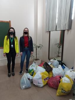 Loja Multi 10 entrega doações da sua Campanha do Agasalho à SMDSH